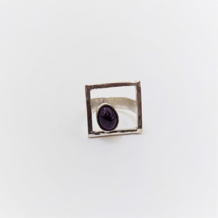 Square silver ring with ametist