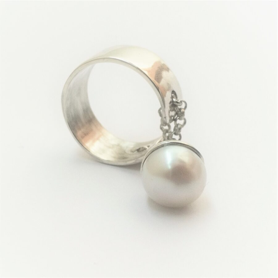Open silver ring with chain and freshwater pearl